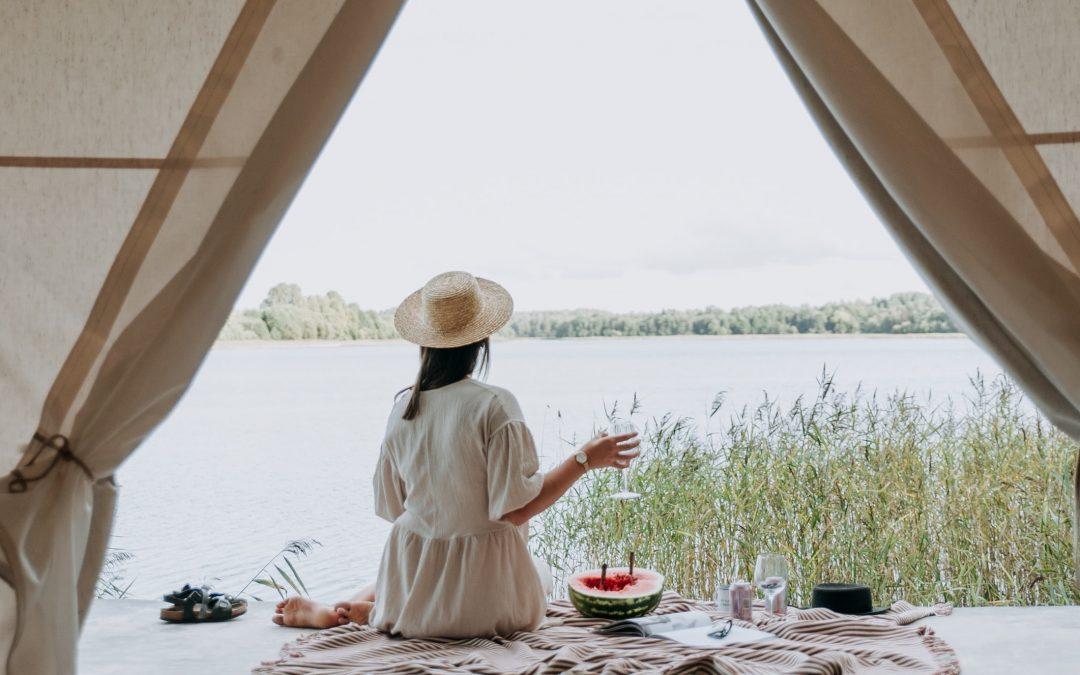 Nederlanders in vakantiestemming, groei TikTok zet door en steeds minder intentie om online te gaan kopen