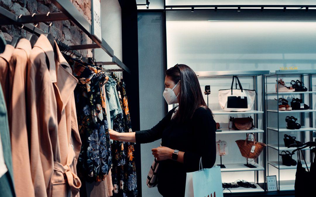 Consumenten vinden coronamaatregelen onvoldoende, maar winkelen wel meer